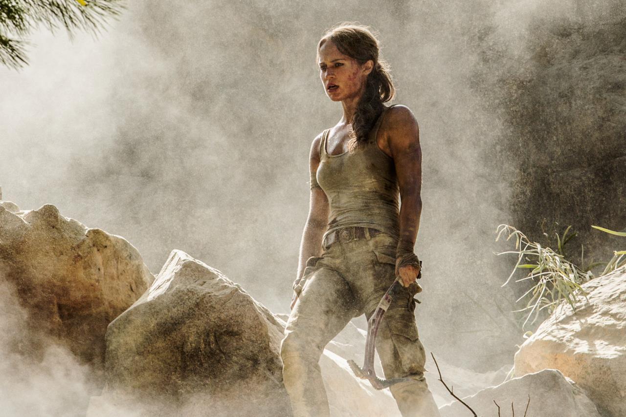 Alicia Vikander sul set di una delle scene di Tomb Raider