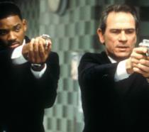 Will Smith e Tommy Lee Jones in una scena del primo Men in Black