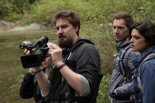 James Allen McCune e Callie Hernandez insieme al regista Adam Wingard