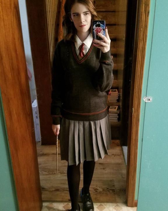 Cosplay di Hermione allo specchio
