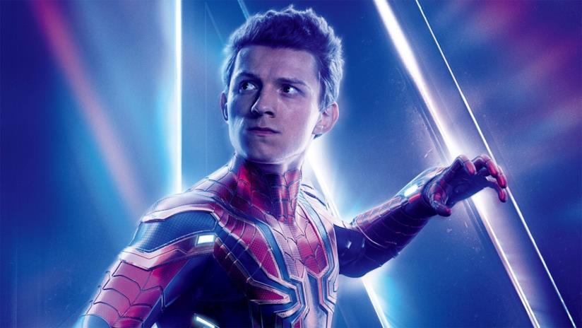 Primo piano di Peter Parker (Tom Holland) in un poster di Avengers: Endgame