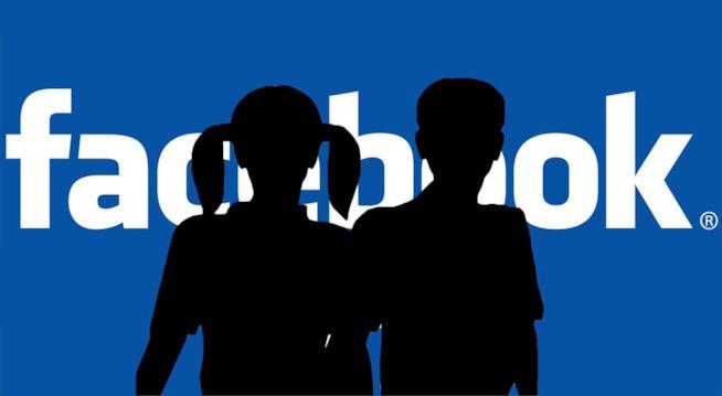Il logo di Facebook coperto da sagome