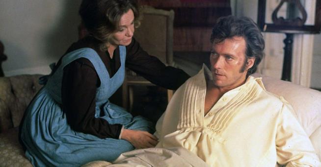 Geraldine Page e Clint Eastwood in una scena La notte brava del soldato Jonathan