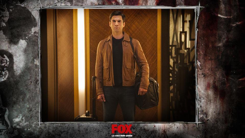 JOHN LOWE (Wes Bentley) – Detective di LA, arriva al Cortez per investigare su degli omicidi che richiamano i 10 comandamenti.