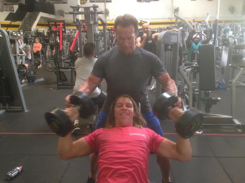Arnold Schwarzenegger e suo figlio Joseph durante un allenamento