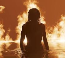 Lara Croft riemerge dalle fiamme!