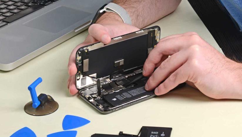 Foto di una riparazione eseguita da iFixit