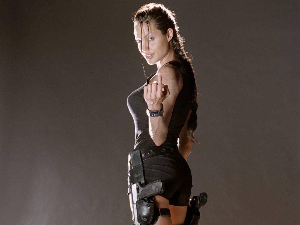 Angelina Jolie sulla scena di Tomb Raider