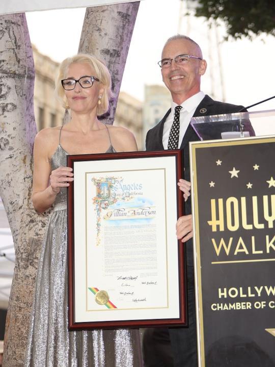 Gillian Anderson e l'attestato sulla Walk of Fame