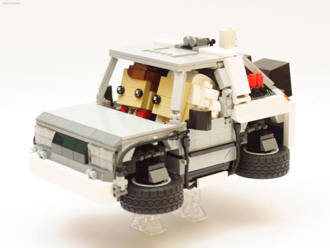Un fan di LEGO ha costruito la DeLorean in chiave