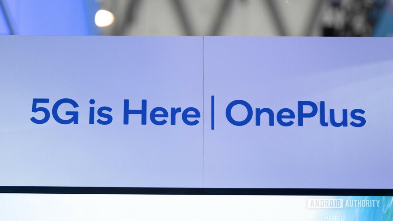 Foto dello slogan di OnePlus per il MWC2019