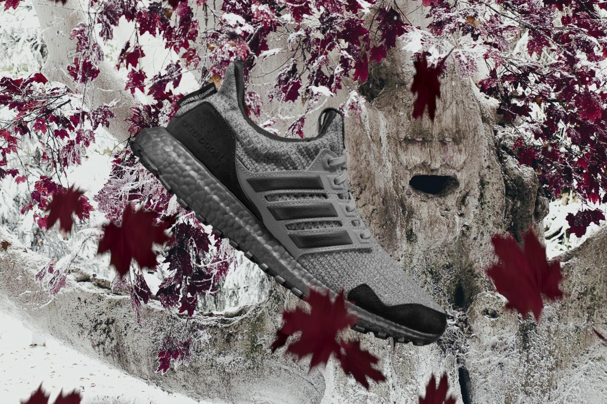 Una veduta laterale delle Adidas di Game of Thrones dedicate agli Stark