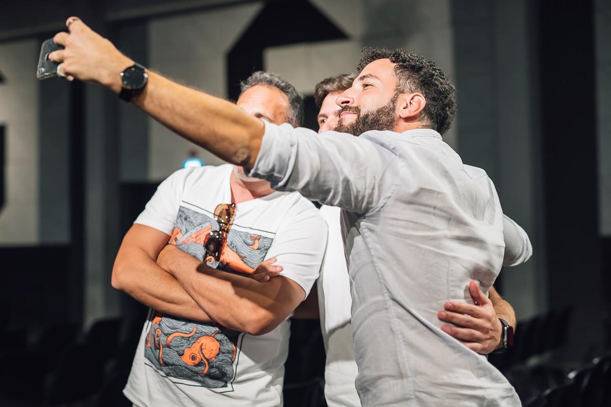 Gli actual durante la presentazione a Milano di Romolo + Giuly: la guerra mondiale italiana