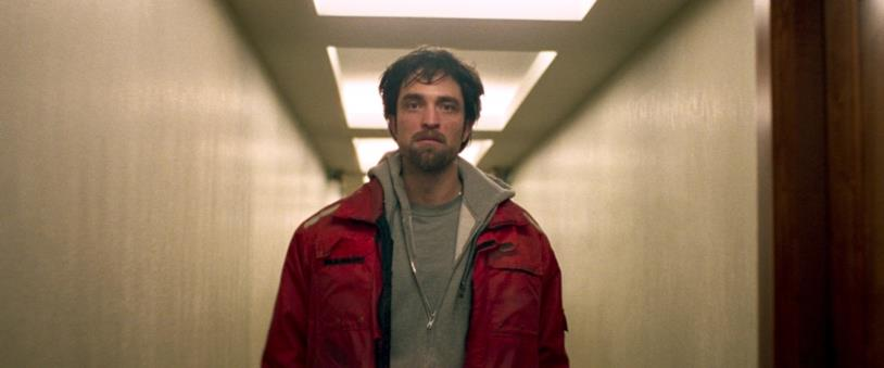 Robert Pattinson in una scena del film Good Time