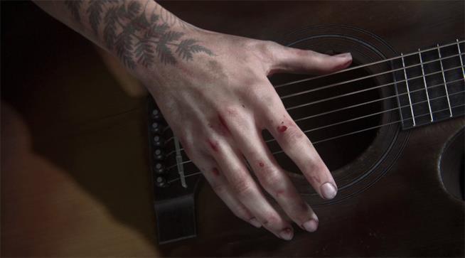 Un dettaglio di Ellie che suona la chitarra in The Last of Us 2
