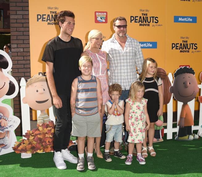 Tori Spelling con la sua famiglia