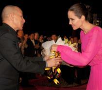 Angelina Jolie con il re della Cambogia