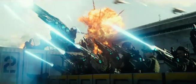 L'uomo utilizza la tecnologia aliena per creare cannoni e fucili laser