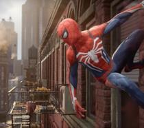 Spider-Man in azione nel videogioco per PlayStation 4