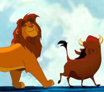 Simba, Pumbaa e Timon cantano Hakuna Matata