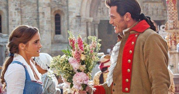 Gaston (Luke Evans) e Belle (Emma Watson) in una scena dal film di Bill Condon
