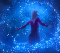 Elsa in primo piano in Frozen