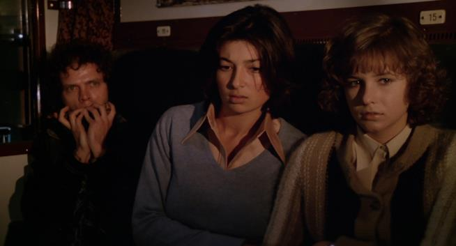 Due ragazze in balia di tre sadici ne L'ultimo treno della notte