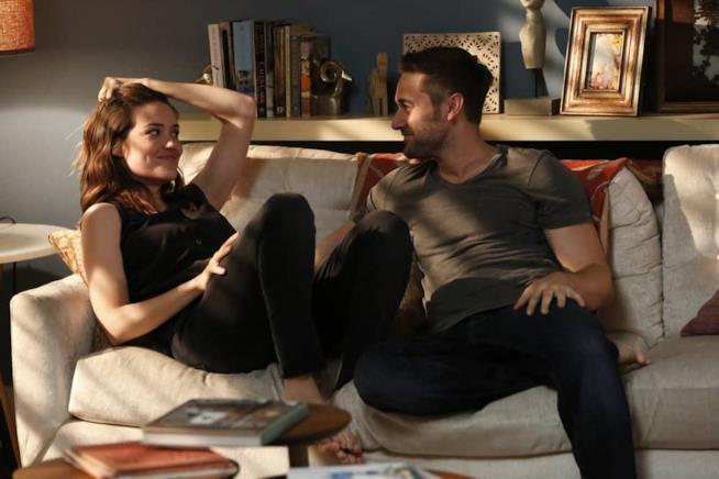 Megan Boone e Ryan Eggold sul set di The Blacklist