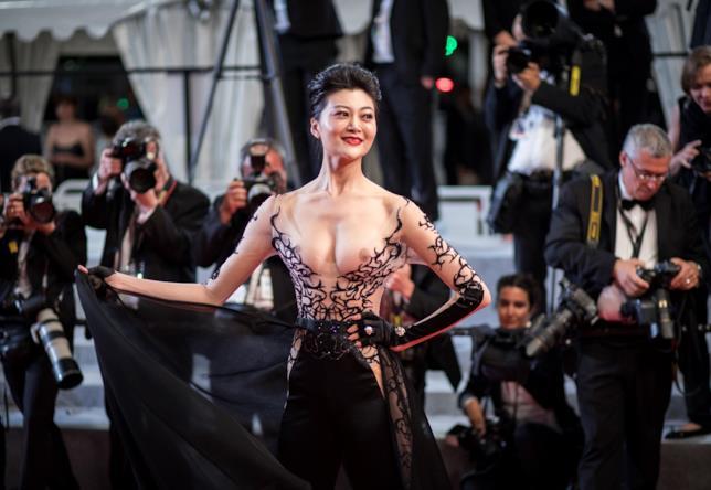 L'ospite che ha sfilato a seno nudo sul red carpet di Leto a Cannes 2018