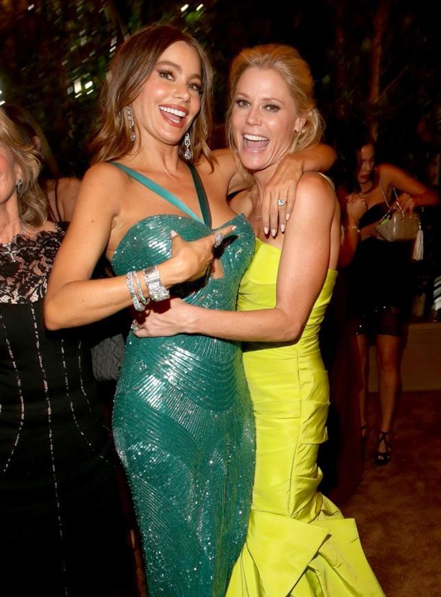 Julie Bowen e Sofia Vergara a un party