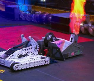 Scontro tra robot in un episodio di BattleBots