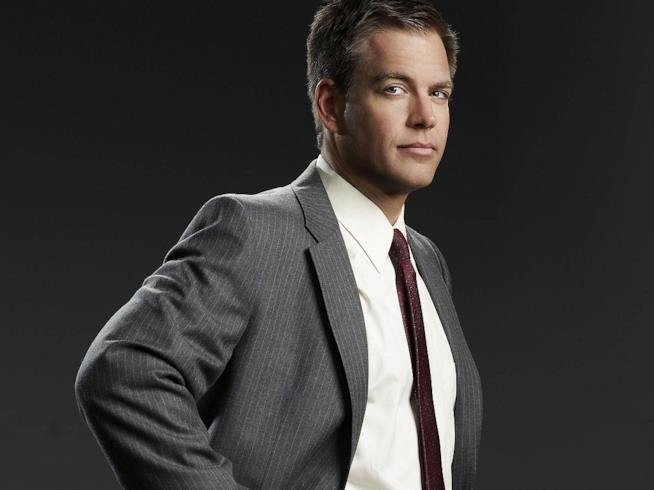 Tony DiNozzo in giacca e cravatta