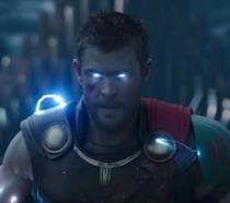 Chris Hemsworth è Thor in una scena del nuovo trailer di Ragnarok