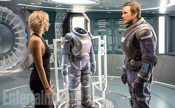 Jennifer Lawrence e Chris Pratt in una scena di Passengers