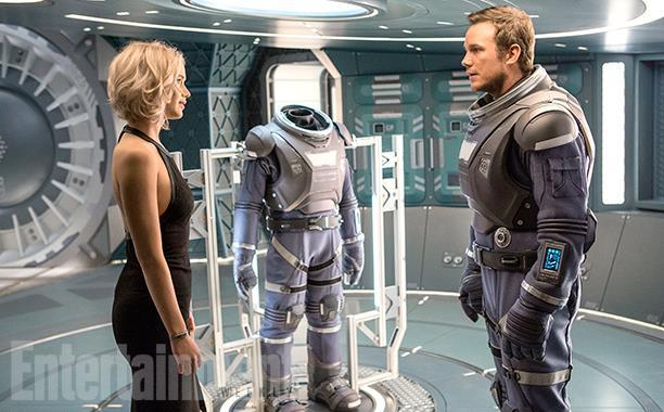 Jennifer Lawrence e Chris Pratt in una scena di Passengers