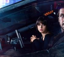 Nelle auto volanti l'agente K e Joi