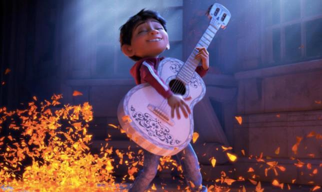 Miguel suona la chitarra in Coco