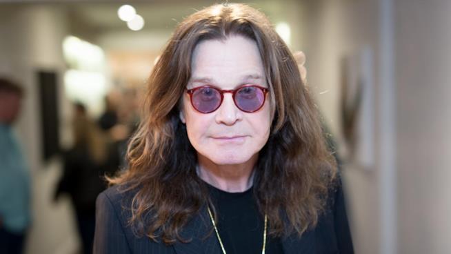 Ozzy Osbourne ricoverato in ospedale, la moglie:
