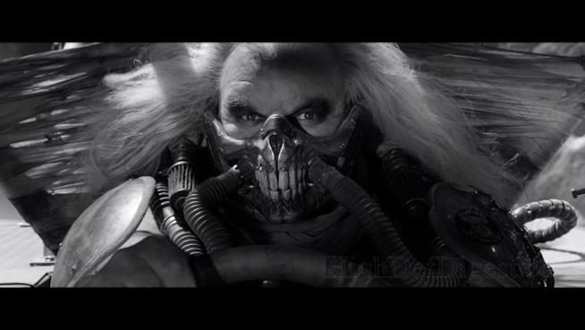Immortan Joe in bianco e nero nella black and chrome edition di Mad Max: Fury Road