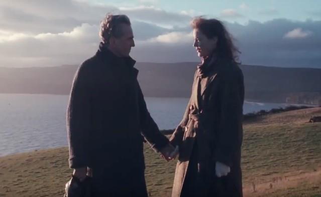 Daniel Day-Lewis e Vicky Krieps in una scena di Phantom Thread