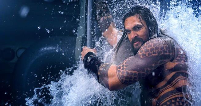 Jason Momoa nei panni di Aquaman