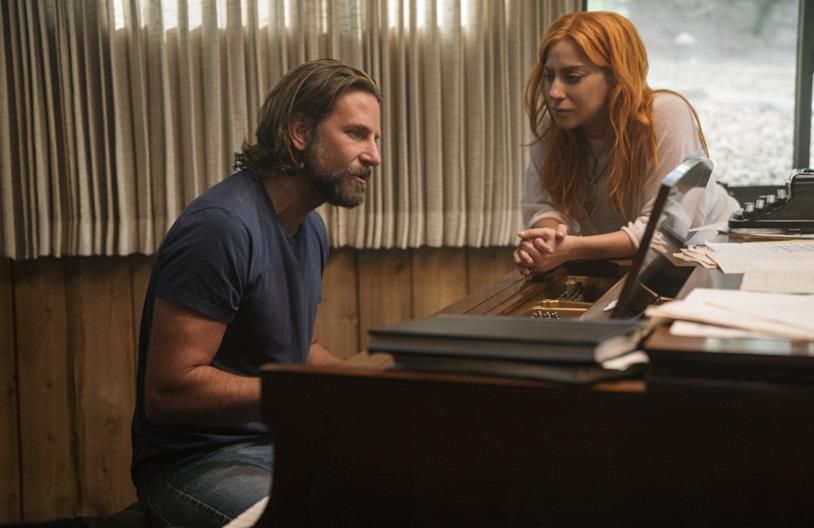 Lady Gaga e Bradley Cooper in una scena del film