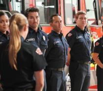 I pompieri della Caserma 19 ascoltano il discorso del nuovo Capitano Maya Bishop