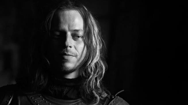 Il sorriso enigmatico di Jaqen H'ghar, l'uomo che trasformerà Arya in Nessuno