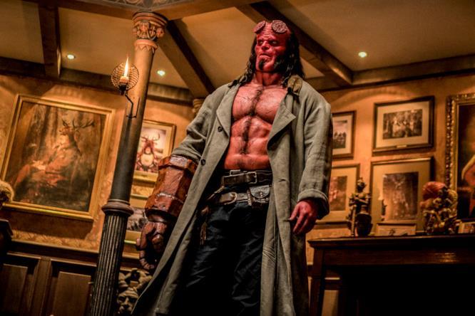 Hellboy nel quartier generale