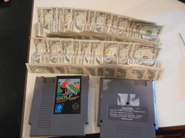 Soldi illegali nascosti nella cartuccia di Golf per NES