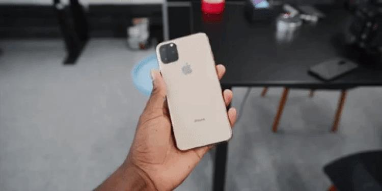 Il mockup di iPhone XI