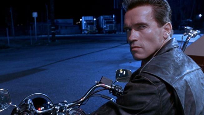 Arnold Schwarzenegger in una scena di Terminator 2