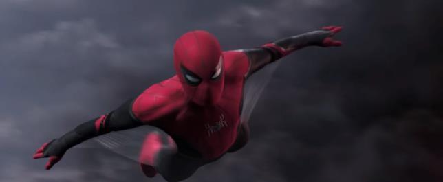 Screen del trailer di Spider-Man: Far From Home con uno dei nuovi costumi di Spider-Man