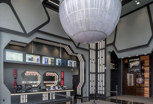 L'ingresso del cinema a tema Star Wars